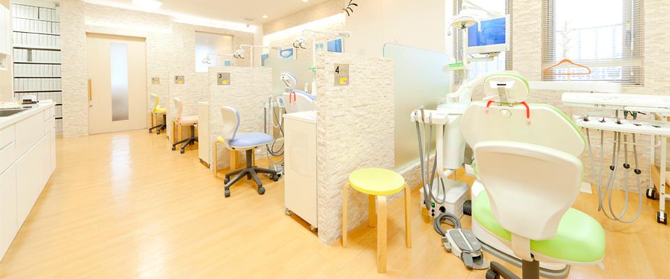 木のぬくもりを生かしたインテリア〜診療室